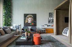 CASA COR RJ 2014 - Uma caixa separa o quarto de casal no Loft 212, de 80 m², de Paloma Yamagata e Bruno Rangel. Ao fundo, foto da colombiana Adriana Duque