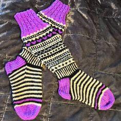 Mina första #jonsukat är färdiga! 💜 Jag har stickat med garnen Novita 7 veljestä, Novita Juhani och Kaupunkilanka Kivijalka. Stickor 3,5.… Socks, Instagram, Fashion, Threading, Projects, Moda, Fashion Styles, Sock, Stockings