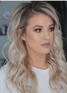 3 Things I Wish I had Known Before Turning To Blonde Hair Tolle blonde Haare Brown Blonde Hair, Winter Blonde Hair, Blonde Hair With Dark Roots, Curled Blonde Hair, Dark Blonde Hair Color, Blonde Hair Makeup, Red Hair, Ombre Hair Color, Hair Colors