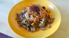 Fantasia di noodles e manzo in salsa teriyaki