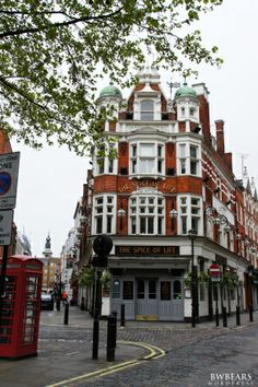 Corners of London: several out of the way places to see