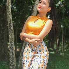 Myanmar Traditional Dress, Traditional Dresses, Satin Bodycon Dress, Myanmar Dress Design, Burmese Girls, Myanmar Women, Cute Asian Girls, Hot Dress, Western Outfits