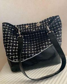 Cecile Fradet sur Instagram: Le sac cabas noir toujours utile, et qui s accorde à toutes les tenues ! Il est réalisé dans un simili cuir noir basique et un velours noir…