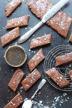 Uskokaa tai älkää minulla on oma leivontaryhmä koulussa, tarkemmin sanottuna lyhyen valinnan leivontakurssi tämän kevään ajan. Olen tykännyt ihan hirveästi ja homma toimii hienosti, vaikka ryhmä on aivan täysi. Olemme tehneet skonsseja ja nyt viimeksi... Dairy, Cheese, Cookies, Baking, Sweet, Ethnic Recipes, Food, Crack Crackers, Candy