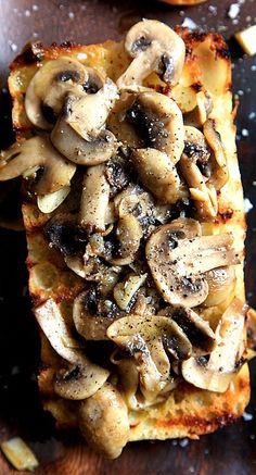 Bruschetta champignons et ail (en anglais))