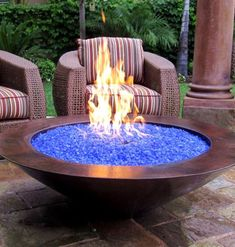 Blue Pits DIY fire pit designs ideas - Do you want to know how to build a DIY outdoor fire pit plans to warm your autumn and make s'mores? Find inspiring design ideas in this article. Diy Fire Pit, Fire Pit Backyard, Diy Propane Fire Pit, Backyard Fireplace, Outdoor Gas Fire Pit, Desert Backyard, Fire Pit For Deck, Indoor Fire Pit, Fireplace Glass
