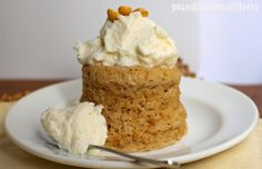 PEANUT BUTTER AND FITNESS: Desserts peanut butter mug cake with vanilla frosting