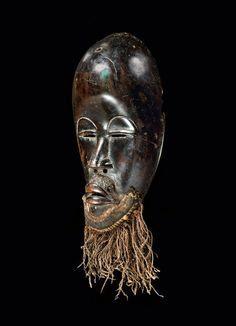 DAN MASK Ivory Coast. H 23 cm. Provenance: Hermann Sommerhage, Duisburg. Helga Redlich, Dusseldorf.