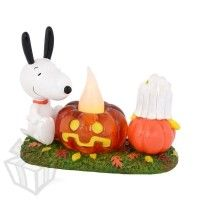 Department 56 Snoopy's Pumpkin Surprise Lit Figurine