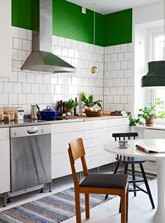 How to Pull Off This Easy-to-Clean & Affordable Trend: Square White Tiles & Dark Grout