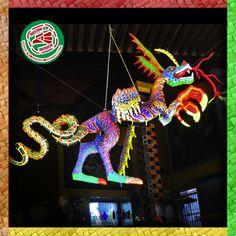 Los Alebrijes son representaciones hechas en papel maché o madera, de asombrosos y coloridos animales y seres imaginarios.