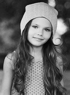 Diana Pentovich and Mackenzie Foy Little People, Little Ones, Little Girls, Cute Kids, Cute Babies, Baby Kids, Kid Poses, Child Face, Kids Corner