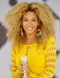 Queen B is styled with curls in this yellow number.  #naturalhair #bestaccessory #styledwithcurls