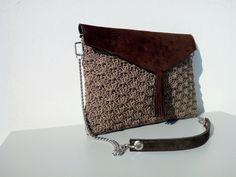 Tassel Bag con patella in camoscio lavorata ad uncinetto - punto ventaglio