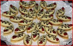 Vánoční cukroví :: Jiříkova kuchařka Christmas Kitchen, Christmas Baking, Christmas Cookies, Czech Recipes, Meringue Cookies, Macaroons, Good Mood, Cheesecake, Muffin