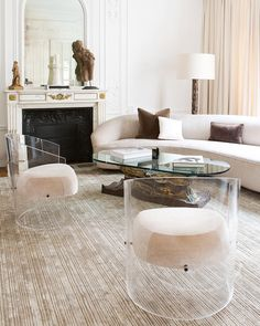 A Parisian apartment decorated by Chahan Minassian. I normally hate ghost chairs. - Design Home Acrylic Furniture, Glass Furniture, Luxury Furniture, Lucite Furniture, Lucite Chairs, Luxury Sofa, Cheap Furniture, Acrylic Chair, Furniture Stores