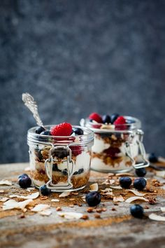 Yogurt with Granola and Fresh Berries | Foodlicious: Breakfast