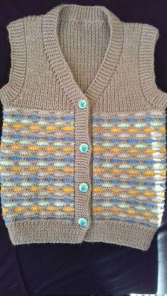 Season ' s trendiest Baby Cardigan Vest tricô modelos Baby Knitting Patterns, Baby Cardigan Knitting Pattern, Knitting Designs, Cardigan Bebe, Pull Bebe, Baby Pullover, Baby Vest, Boys Sweaters, Easy Knitting