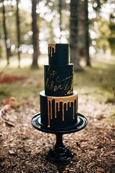 Wedding Cake Prices Gainesville only Wedding Cake Designs Hearts outside Traditi… – Lace Wedding Cake Ideas Wedding Cake Prices, Black Wedding Cakes, Elegant Wedding Cakes, Elegant Cakes, Beautiful Wedding Cakes, Wedding Cake Designs, Beautiful Cakes, Wedding Ideas, Gold Wedding