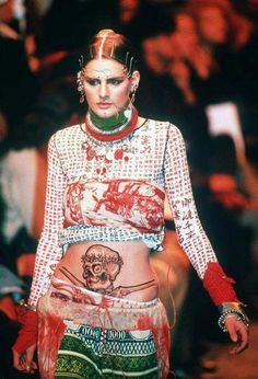 Style File - Stella Tennant 1993 She walked in the Jean Paul Gaultier show during Paris Fashion Week. Fashion Week Paris, 90s Fashion, Runway Fashion, Fashion Art, High Fashion, Fashion Show, Fashion Design, Jojo Fashion, Future Fashion