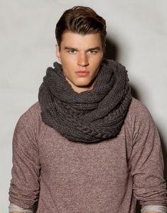 Crochet Snood, Knit Cowl, Crochet Scarves, Hand Knit Scarf, Scarf Hat, Mode Masculine, Pull & Bear, Mens Infinity Scarf, Moda Men