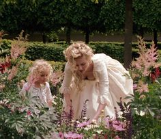 Image uploaded by 𝒜𝓇𝓉𝒾𝓈𝓉𝒾𝒸 𝒮ℴ𝓊𝓁. Find images and videos about marie antoinette, Sofia Coppola and rose byrne on We Heart It - the app to get lost in what you love. Sofia Coppola, Versailles, Film Passion, Jane Austen, Marie Antoinette Movie, Kirsten Dunst Marie Antoinette, Marie Antoinette Costume, Divas, Princess Aesthetic