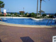 ALMERÍA, VERA. Ref. 6014 1ª línea de playa, Vera Garden. Dispone de 1 dormitorio, baño, cocina americana, salón comedor con sofá cama y terraza con vistas al mar. Urb cerrada y vigilada, con amplias zonas ajardinadas, impresionantes zonas comunes, piscinas, pistas de paddel y acceso directo a la playa. En el #PlayazoDeVera, cerca de todos los servicios, a 200 m. #parqueAcuático, a 4 Km. de #Garrucha, a 5 Km. de #Vera y a 8 Km. de #Mojácar. #IntercambioApartamentoVera…
