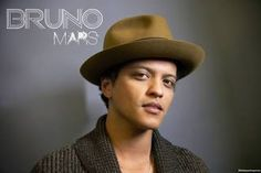 Chord Bruno mars - Long distance   [Verse 1] C Cmaj7 C7 There's only so many songs Cadd6 F Fmaj7 That I can sing to pass the time C Cmaj7 C7 And I'm running out of things to do Cadd6 F Fmaj7 To get you off my mind [Bridge] Em Am All i have is this picture in a frame D G7 That I hold close to see your face every day [Chorus] (C G Am F) C G Am With you is where I'd rather be F But we're stuck where we are C G Am And it's so hardyou're so far F This long distance is killing me C G Am I wish…