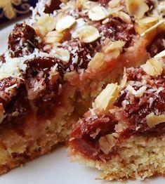 Фото к рецепту: Овсяный пирог с вишней
