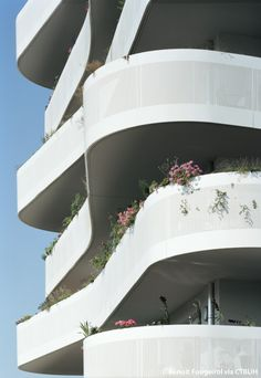 Image 4 of 20 from gallery of Arcueil ZAC du Coteau / ECDM. Photograph by Benoit Fougeirol Architecture Résidentielle, Minimalist Architecture, Organic Architecture, Futuristic Architecture, Contemporary Architecture, Chinese Architecture, Curve Building, Building Facade, Green Building