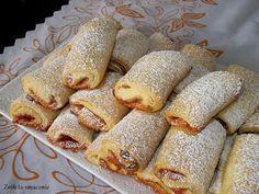 W moim domu już przyjęła się tradycja, że każdego dnia musi być coś słodkiego do kawki ;) A co jest lepsze, niż domowe ciastka, które w doda... Holiday Baking, Christmas Baking, Sweet Desserts, Delicious Desserts, Baking Recipes, Dessert Recipes, Sweet Little Things, Sweet Pastries, Sweets Cake