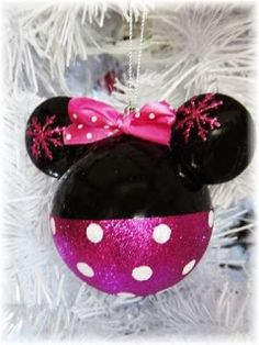 Mickey Mouse Christmas Tree, Mickey Mouse Ornaments, Disney Christmas Decorations, Disney Ornaments, Christmas Ornaments To Make, Christmas Tree Themes, Kids Christmas, Mickey Mouse Crafts, Disney Diy Crafts