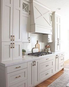 10 Creamy Kitchens with the Perfect Hint of Warmth - BECKI OWENS New Kitchen Cabinets, Built In Cabinets, Painting Kitchen Cabinets, Diy Kitchen, Kitchen Decor, Kitchen Ideas, Country Kitchen, Kitchen Counters, Kitchen Islands