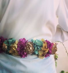"98 Me gusta, 12 comentarios - Sin Finito (@sin_finito) en Instagram: ""La primavera en #SinFinito es así  #cinturones #invitadaperfecta"" Fashion Books, Diy Fashion, Head Accessories, Fashion Accessories, Ribbon Projects, Flower Headpiece, Boho Hairstyles, Classy Women, Pretty Flowers"