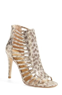 Stepping out in these breathtaking gold leopard open toe sandals this weekend.