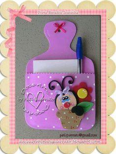 Crea unos bellos porta notas para colocar en tu cocina usando foamy o goma eva. Todos estos porta notas tienen la forma de una tabla de pica...