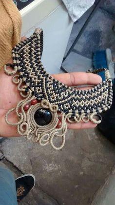 Macrame lágrima de Apache Pedro Dardón Collar Macrame, Macrame Colar, Macrame Art, Macrame Necklace, Macrame Jewelry, Pendant Necklace, Fiber Art Jewelry, Textile Jewelry, Jewelry Art