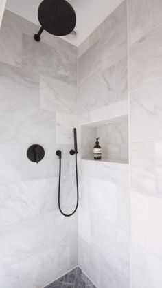 Black and White Bathroom Design . Black and White Bathroom Design . A Contrasting Black and White Bathroom Echoes the Floor Laundry In Bathroom, Small Bathroom, Master Bathroom, Neutral Bathroom, Modern Bathroom, Master Baths, Colorful Bathroom, Master Shower, Black Marble Bathroom