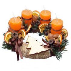 Adventi koszorú narancs gyertyával