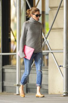 Olivia Palermo Photos Photos - Olivia Palermo walks her dog Mr. Butler and also goes on a coffee run in Brooklyn, New York City. - Olivia Palermo Walks Her Dogs Estilo Olivia Palermo, Look Olivia Palermo, Olivia Palermo Outfit, Olivia Palermo Lookbook, Mode Outfits, Fall Outfits, Casual Outfits, Fashion Outfits, Fashion Weeks