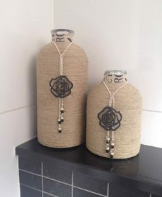 Bottles double-sided tape, rope wrap around it, a necklace with a cute pendant and beads and ready(Diy Necklace Rope) Wine Bottle Art, Diy Bottle, Wine Bottle Crafts, Mason Jar Crafts, Bottles And Jars, Glass Bottles, Rope Crafts, Diy Crafts, Garrafa Diy