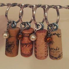 Wine cork keychains by PennyfieldLane on Etsy Wine Craft, Wine Cork Crafts, Wine Bottle Crafts, Wine Cork Ornaments, Snowman Ornaments, Wine Cork Projects, Wine Cork Art, Wine Bottle Corks, Etsy