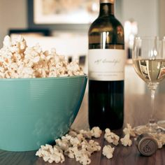 Imagem de popcorn, wine, and food