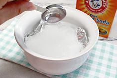 Cleaning Jewelry - Here's a list of nine things in your home you had no idea you could clean with natural DIY baking soda solutions. Diy Natural Jewelry Cleaner, Homemade Jewelry Cleaner, Silver Jewelry Cleaner, Cleaning Silver Jewelry, Clean Gold Jewelry, Gold Jewellery, Diy Jewelry, Natural Silver Cleaner, Best Jewelry Cleaner