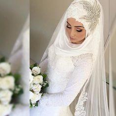 The beautiful Sibel hijab styled by @hiddenbeautydesigns #thehijabbride…