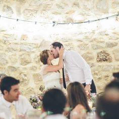 Esta siempre es la mejor forma de empezar y acabar las cosas, con un beso.  #labodaderuthyjavi #cuentibodas //Foto de @jimenaroquero// www.bodasdecuento.com