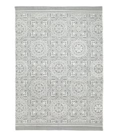 Gray. Rug in woven cotton fabric with a printed pattern at front.