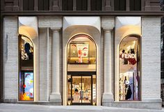 Fendi Flagship NYC by Peter Marino #retail #windows #vitrines #vitrinas #escaparates #visualmerchandising Pineado por Pilar Escolano