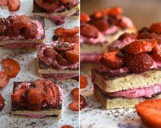 http://twin-food.dk/mini-lagkager-med-hindbaerskum-og-banan-bunde/#more-4997