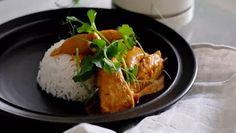 """Hannan """"itkukana"""" on niin hyvää, että kastikkeesta voi syntyä pieni taistelu – helppo ohje pelastaa arjen - Ajankohtaista - Ilta-Sanomat No Salt Recipes, Chicken Recipes, Cooking Recipes, Chicken Meals, Bird Food, Food Inspiration, Main Dishes, Curry, Dinner Recipes"""